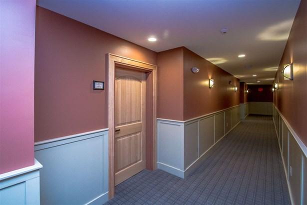 Contemporary,End Unit,Top Floor, Condo - Conway, NH (photo 4)