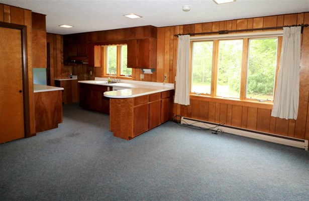 Raised Ranch, Single Family - Whitefield, NH (photo 2)