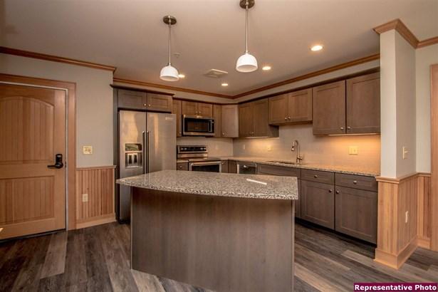 Contemporary,Top Floor, Condo - Conway, NH (photo 2)