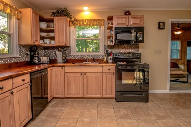 Multi-Level,Ranch, Single Family - Conway, NH (photo 2)