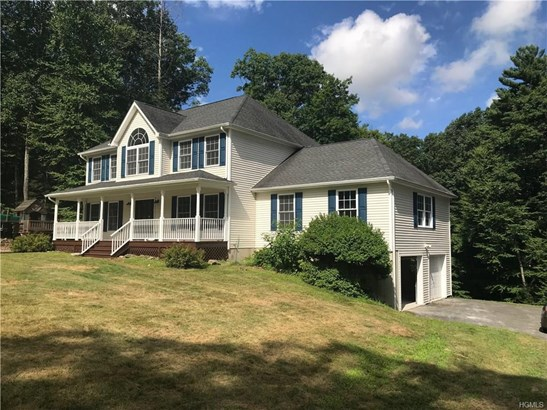 Colonial,Contemporary, Single Family - Middletown, NY