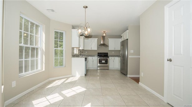 Colonial,Contemporary, Single Family - Middletown, NY (photo 4)