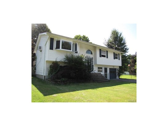 Bilevel, Single Family - Monroe, NY (photo 3)