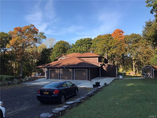 Contemporary, Single Family - Marlboro, NY (photo 2)
