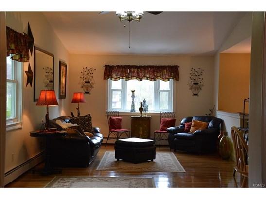 Bilevel, Single Family - Modena, NY (photo 4)