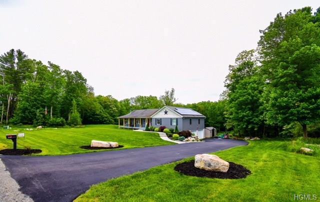 Ranch, Single Family - Pine Bush, NY (photo 2)
