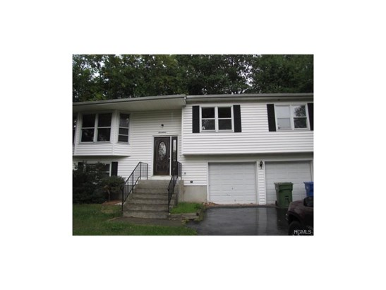 Bilevel, Single Family - Goshen, NY (photo 2)
