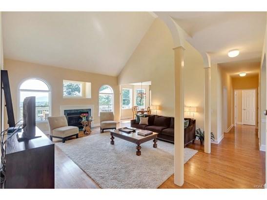 Contemporary,Mini Estate, Single Family - Newburgh, NY (photo 4)