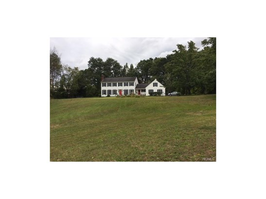 Colonial, Single Family - Middletown, NY (photo 2)