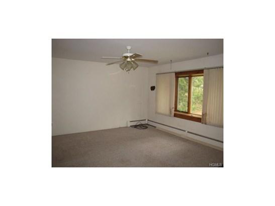 Bilevel, Single Family - Middletown, NY (photo 5)