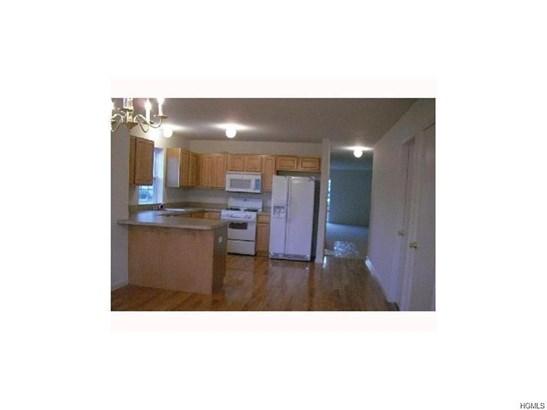 Condominium, Town House - Middletown, NY (photo 3)