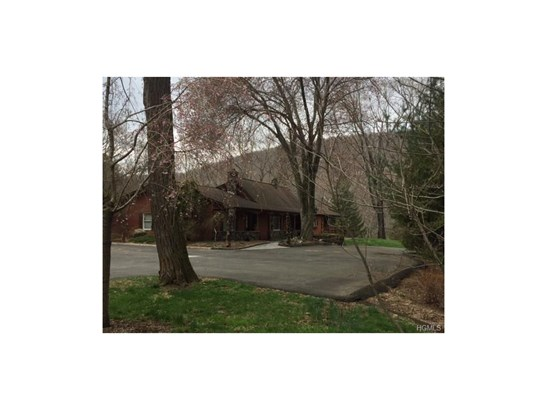 Estate,Ranch, Single Family - Suffern, NY (photo 2)