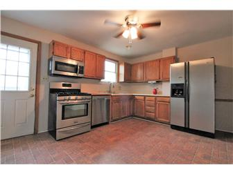 Kitchen with stainless appliances (photo 2)