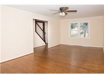 Huge living room! (photo 5)