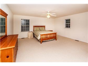 Master Bedroom (Upper Floor) (photo 5)