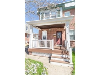 Maintenance free front porch (photo 2)
