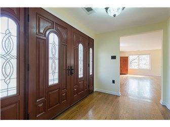 Lovely large double door entry (photo 4)