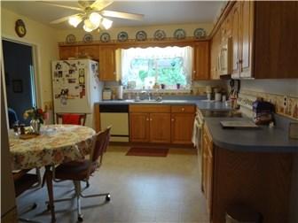 Eat in Kitchen (photo 5)