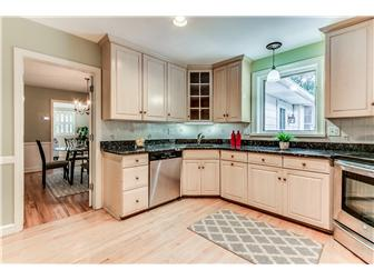 Gourmet kitchen w granite & ss appliances (photo 5)