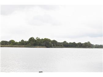 Beautiful waterfront property (photo 2)