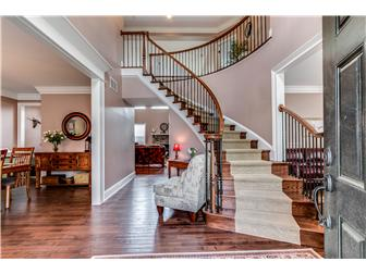 Elegant foyer with curved staircase (photo 2)