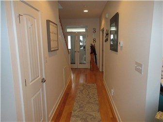 Entry way (photo 4)