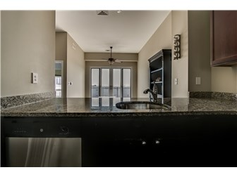 Loads of counter space (photo 4)