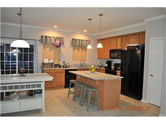 Beautiful upgraded kitchen w/granite countertop (photo 2)