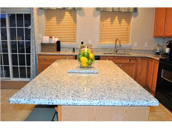 Granite countertop center island (photo 4)