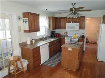 Quartz countertops and appliances included (photo 5)