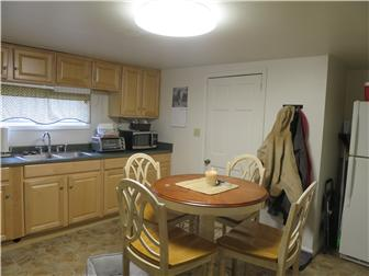 Eat in kitchen 1 bedrm apt (photo 3)