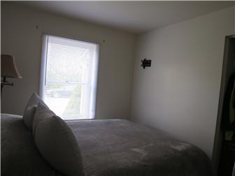 1 Bedroom Apt (photo 5)