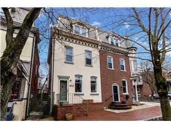 Stately colonial townhouse curb appeal (photo 1)