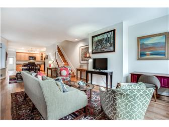 Spacious open living area (photo 4)