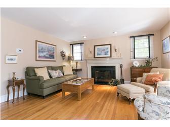 Living Room w/Gas Fireplace (photo 2)