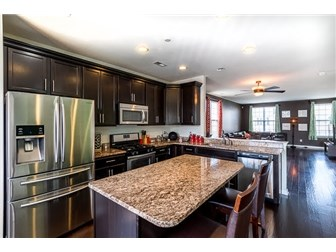 Upgraded kitchen - granite counters/stainless appl