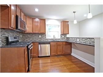 Stunning kitchen countertops and backsplash (photo 5)
