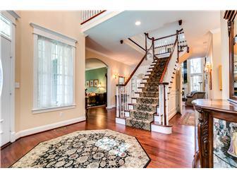 Beautiful Foyer (photo 3)