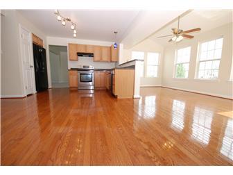 Beautiful refinished hardwood floors (photo 4)