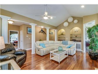 Elegant living room w/cathedral ceiling & f/place (photo 2)
