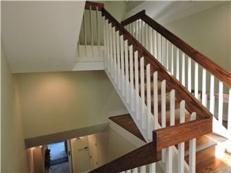 Entry Staircase (photo 4)