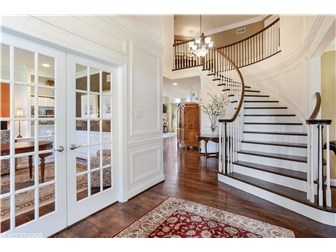 Grand entrance with curved staircase welcomes you! (photo 2)