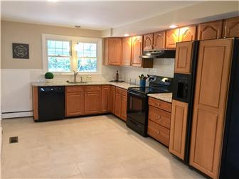 Spacious eat in kitchen w/granite counters (photo 3)