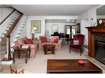 12' X 20' carpeted living room, high ceilings (photo 4)