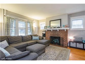 Living area (photo 4)