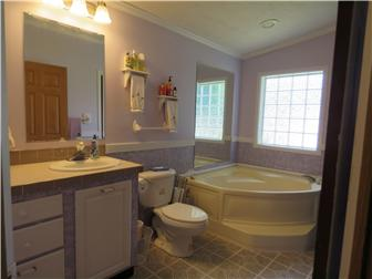 En Suite #1 with Garden Tub (photo 5)