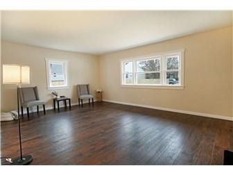 Living Room 3 (photo 2)