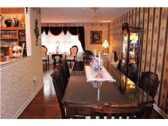 Living Room w/gleaming hardwood flooring (photo 3)