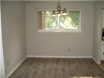Beautiful dining room with new flooring (photo 3)