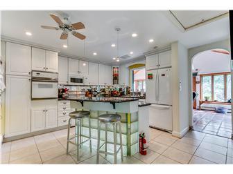 Kitchen w two tier granite island (photo 5)